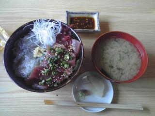 maguro_nama-shirasu_don_20090927.JPG